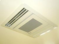 【空気清浄機】<br />清潔環境は綺麗な空気から。当院では診察室内に空気清浄機を設置して常にクリーンな状態に保っています。