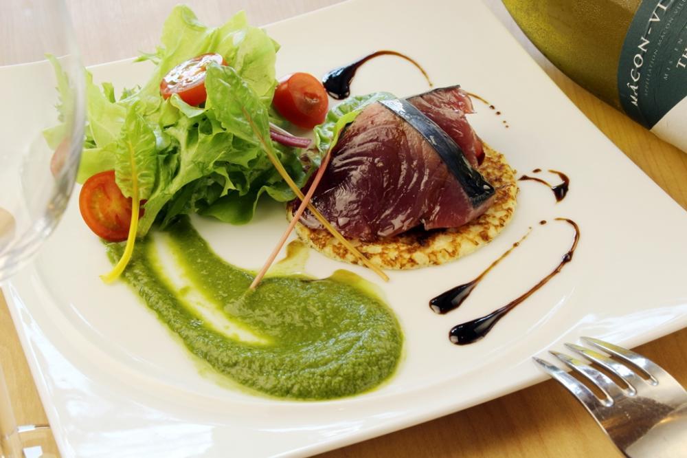 自社栽培野菜 ホテル出身のシェフが作る本格料理