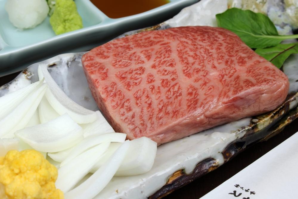 神戸牛 ハネシタ ステーキと淡路玉葱