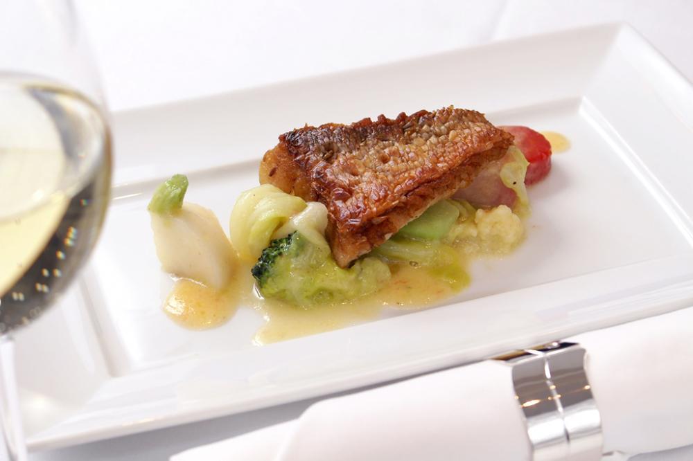 若狭湾沖甘鯛のウロコ付け焼 季節野菜の蒸し煮ニンニク風味