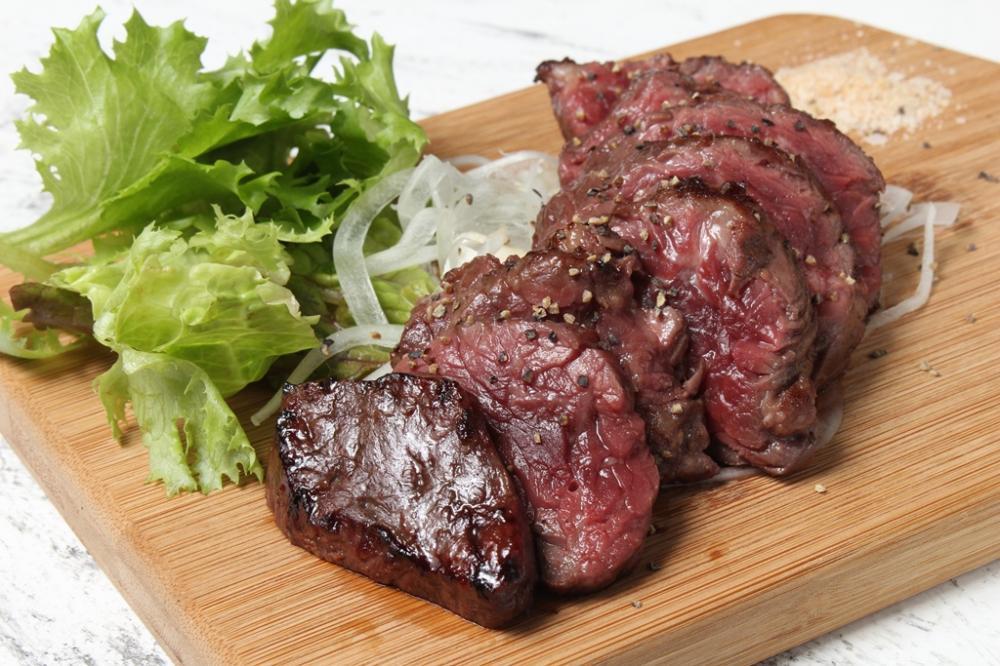 牛かたまり肉のレアグリル