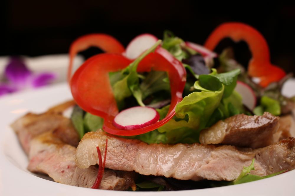 美麗豚のグリル(150g)サラダ添え