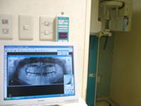 【デジタルレントゲン】<br />従来のレントゲン撮影に比べて、人体に受ける放射線の量が約1/10になっています。