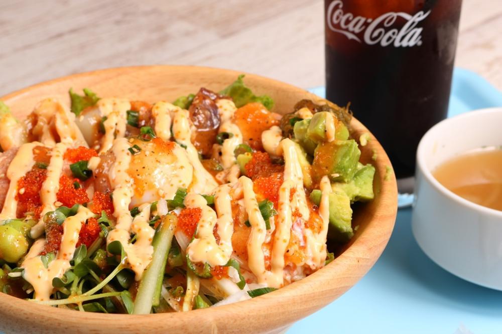新鮮な野菜と魚介類