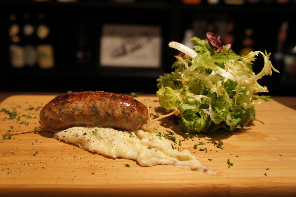 フレンチ出身のシェフが作る欧風肉料理