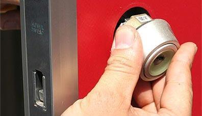 鍵穴タイプから装飾錠、電子錠などあらゆる鍵交換に対応しています